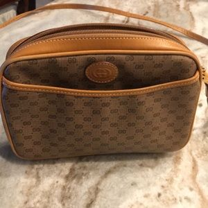 Gucci Authentic cross body bag